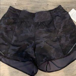 """lululemon athletica Shorts - High rise hotty hot 4"""" size 8"""